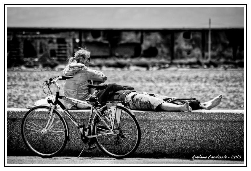 coppia-bici-muretto