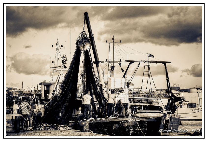 pescatori-barca-rete-jpeg